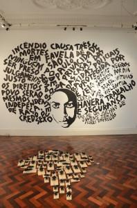 """Obras """"Dá prá ver que mudou"""" (parede) e """"97 por dia"""" (piso). Foto: Vanice da Mata"""