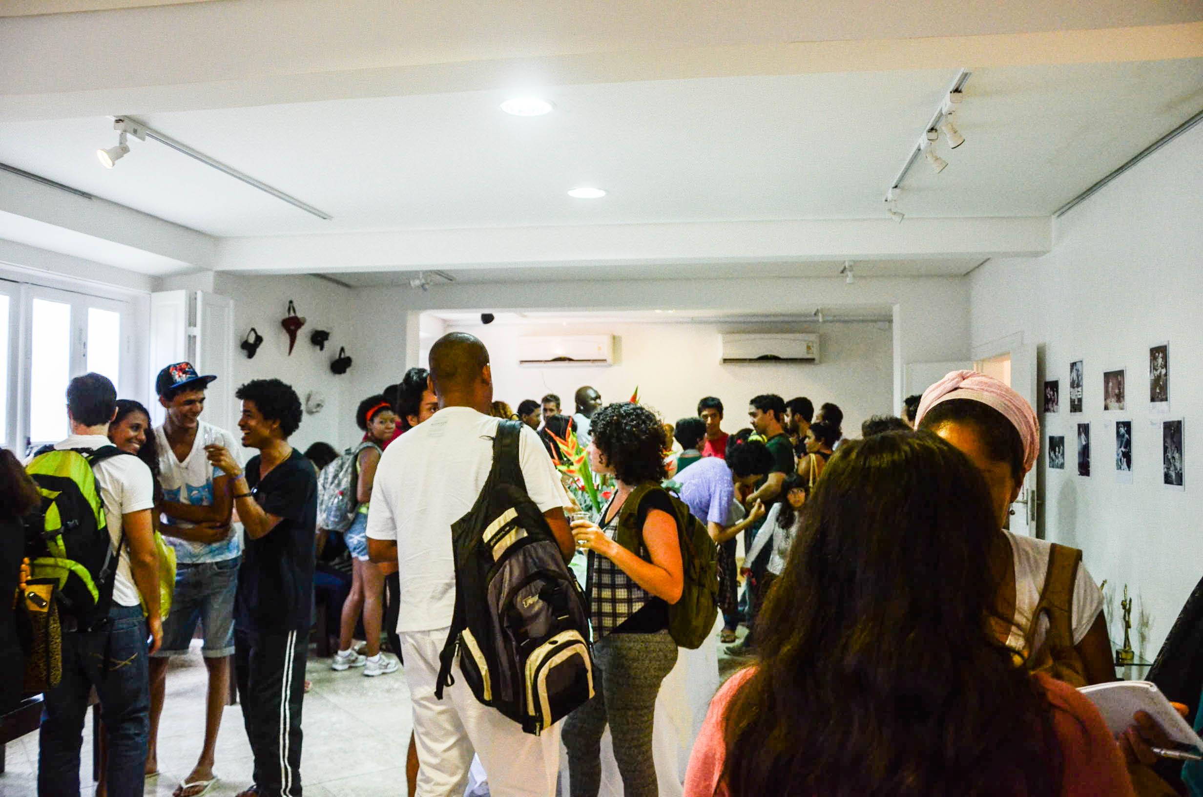 Geral do coquetel, no foyer, após a mesa redonda.  Foto: Rayssa Guedes