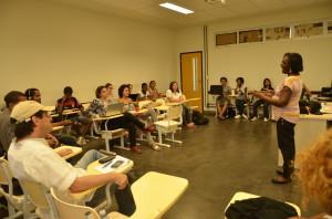 Joanice assumiu a sala de aula na Facom no início do mês de novembro. Foto: Vanice da Mata