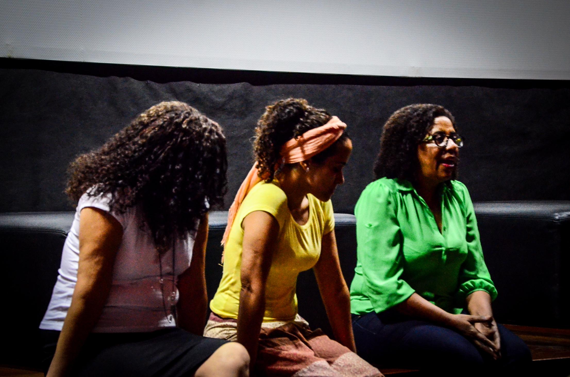 Sofia Federico (ao centro) responde a questões sobre seus curtas.  Foto: Natácia Guimarães