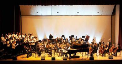 Os grupos foram criados antes mesmo da Escola de Música e se mantêm como ambientes formativos para músicos, cantores e maestros