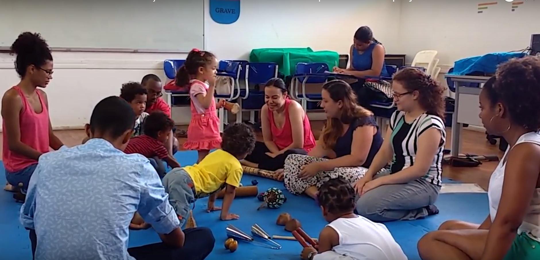 Projeto incentiva o primeiro contato de crianças com a música