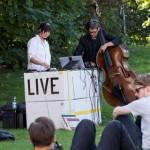 """Vindo da Alemanha, duo musical faz """"Concerto Ambulante"""" na UFBA"""