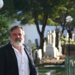 Professor da UFBA lança livro no Cemitério dos Ingleses