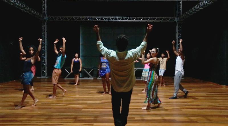 Danças populares virou um componente obrigatório da unidade de ensino