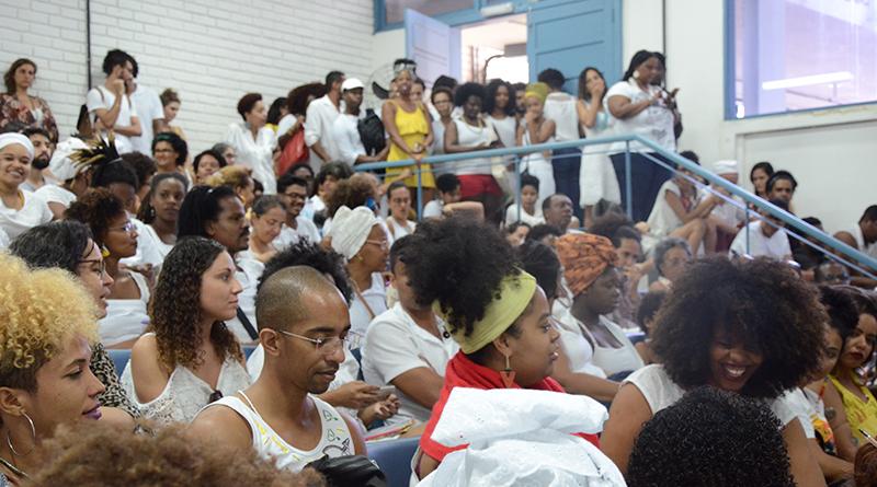 Público lotou espaço de auditório em São Lázaro (foto: Alana Bittencourt)
