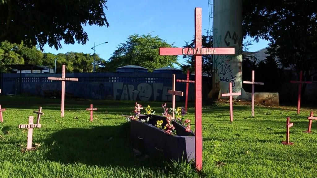 Intervenção foi instalada logo na entrada do campus de Ondina (Foto: Geovana Côrtes)