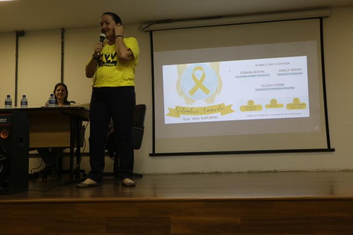 Josiana, representante do CVV, participou de evento no IHAC (Foto: Lua Gama)