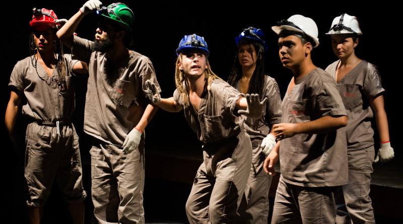 Espetáculo apresentado para a pré-formatura do curso de direção da Escola de Teatro 2015.2.