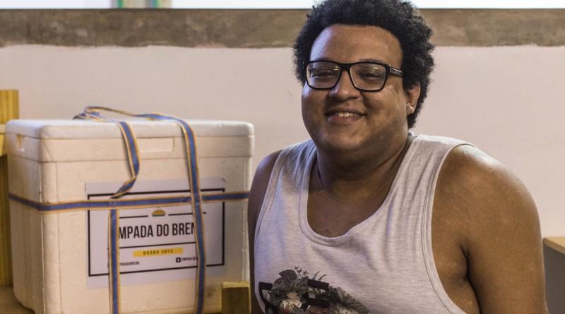 Breno faz sucesso com as empadas na UFBA (Foto: Geovana Côrtes)