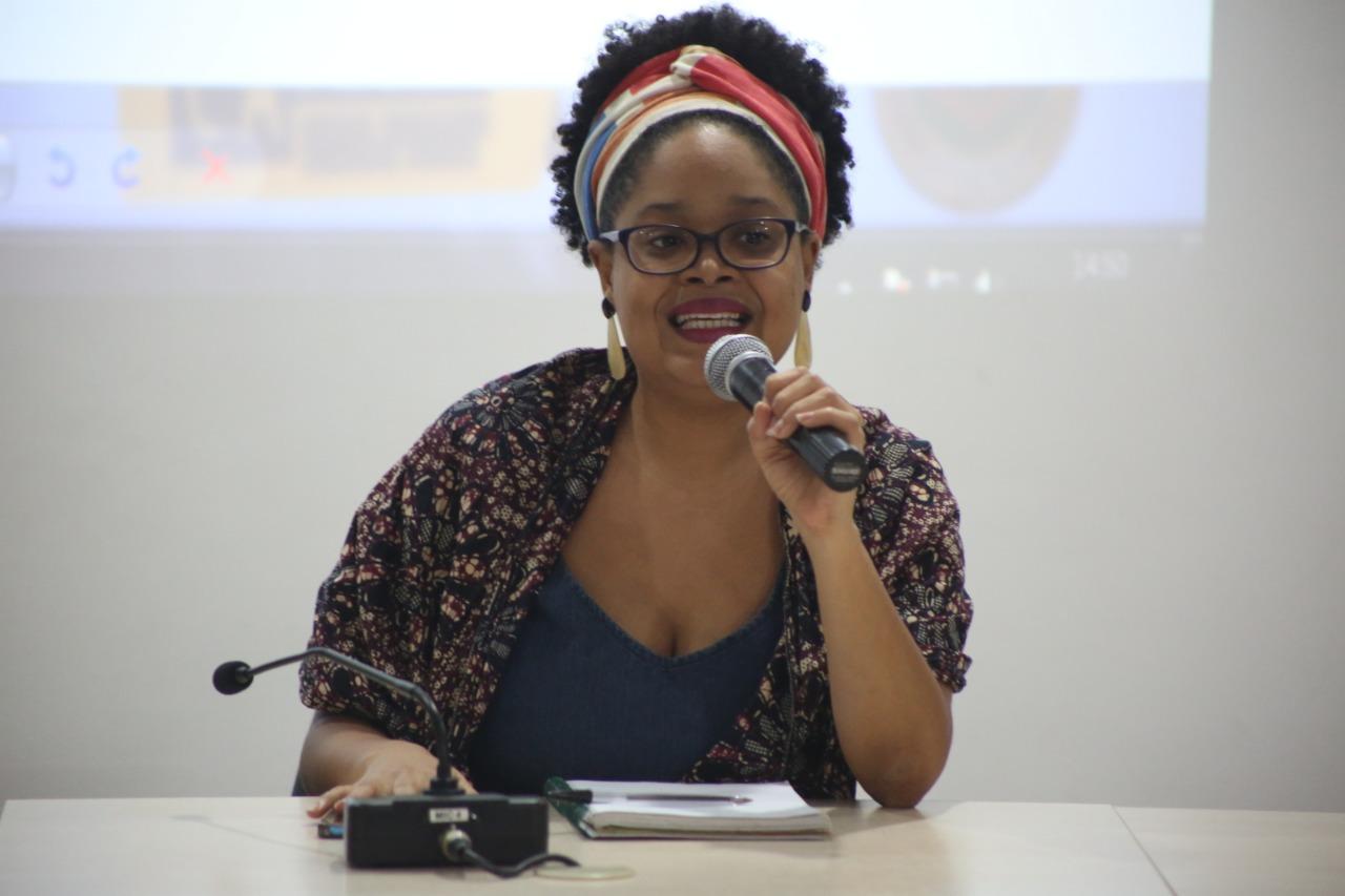 Natália relatou as dificuldades do jovem negro se manter estudando (Foto: Gabriel Oliveira)