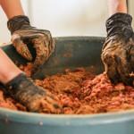 Projeto da UFBA transforma resíduos do restaurante universitário em adubo