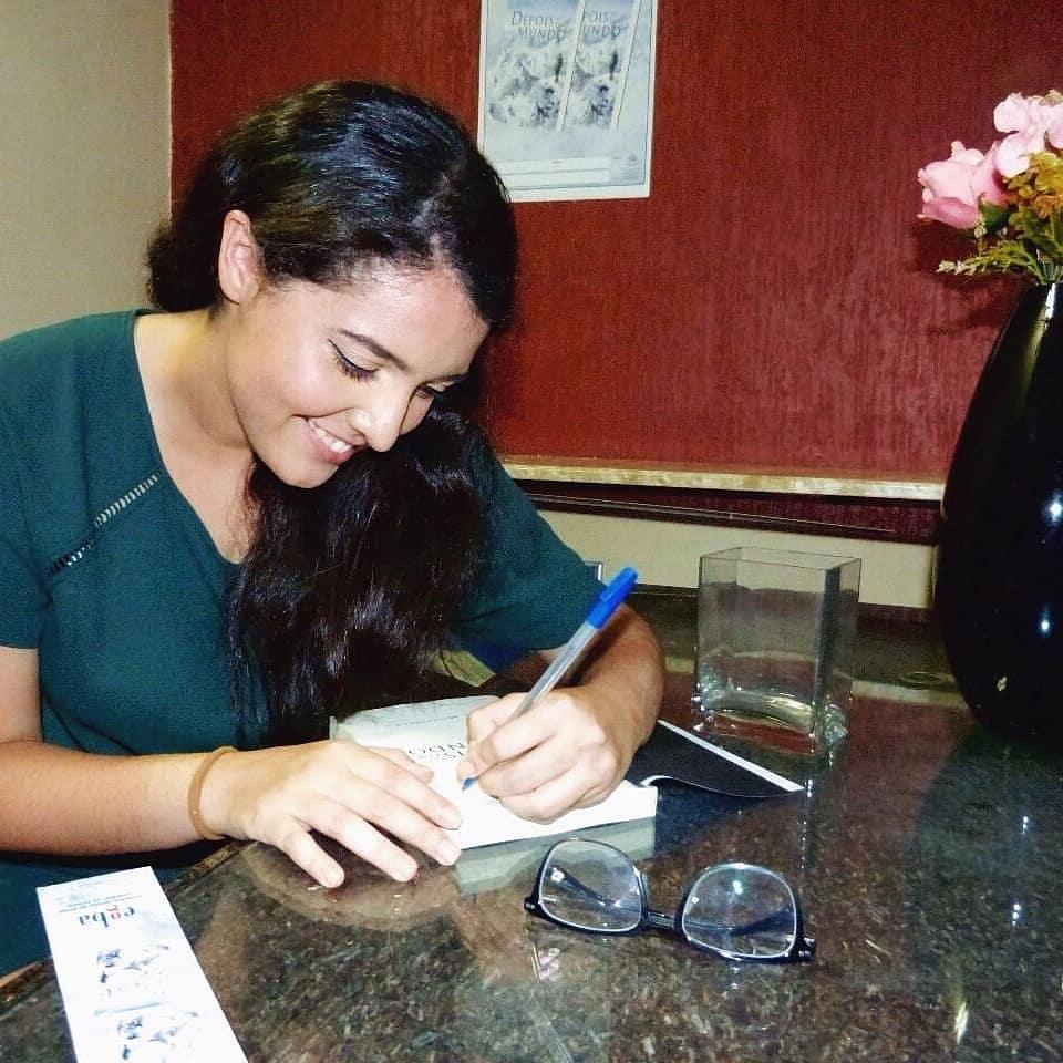 Lila durante o lançamento do livro (Foto: acervo pessoal)