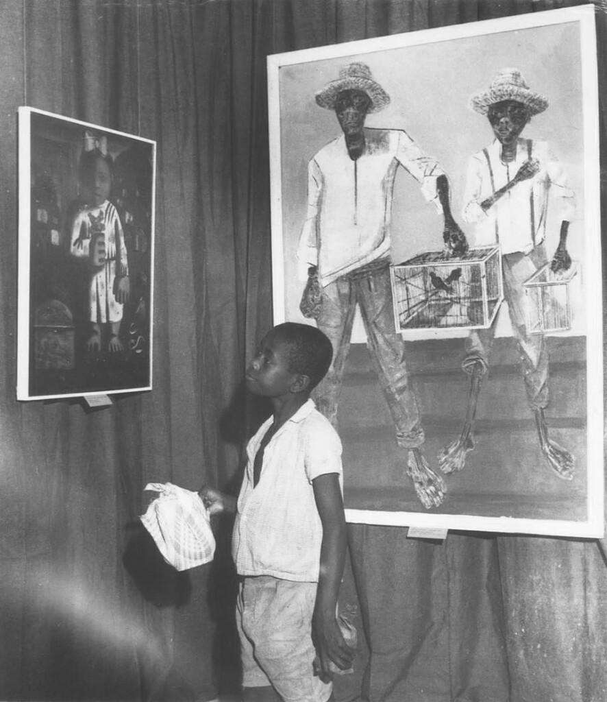 Exposição de abertura do MAM em 1960 - Lina foi uma das responsáveis por aproximar o grande público do museu. (Foto: Acervo do Museu de Arte Moderna da Bahia)